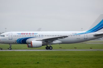 Shannon Airport 2011 184  A320 Yamal Airlines