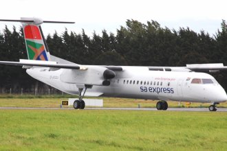 Shannon Airport 2011 230  DHC-8  SA Express