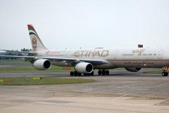 Heathrow 2012 665 A340   Etihad