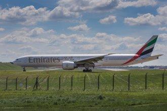 Emirates - Boeing 777 - A6-EBZ