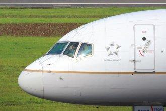 United Airlines 757 N17133