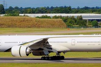 Pakistan International Airlines 77W AP-BHW