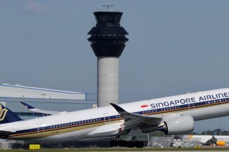Singapore Airlines Airbus A350-941 9V-SMC at Manchester Airport 03.05.2017