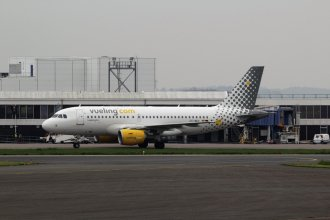 Vueling Airlines Airbus A319 EC-MKX (1)