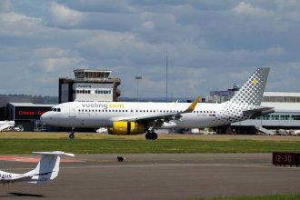 Vueling Airbus A320 EC-MGE