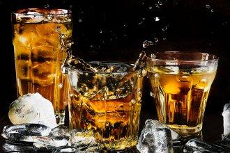 alcohol-alcoholic-beverage-bar-602750.jpg