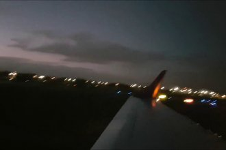 Landing and taxi at Dublin on Flybe E195
